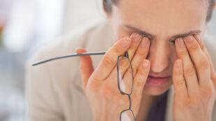 Migrena niszczy życie wielu pacjentów. Eksperci zalecają specjalne leczenie