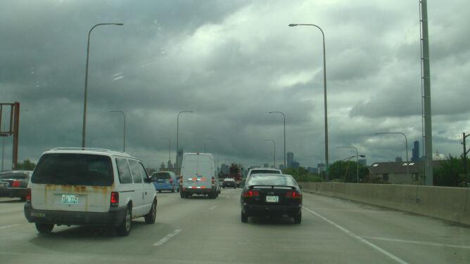Burze i przelotny deszcz utrudnieniem dla kierowców